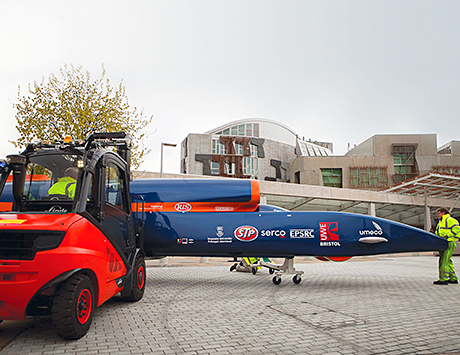 All action: Linde's forklifts transport the impressive Bloodhound super car.